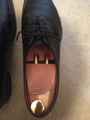 シューツリーをセットした革靴